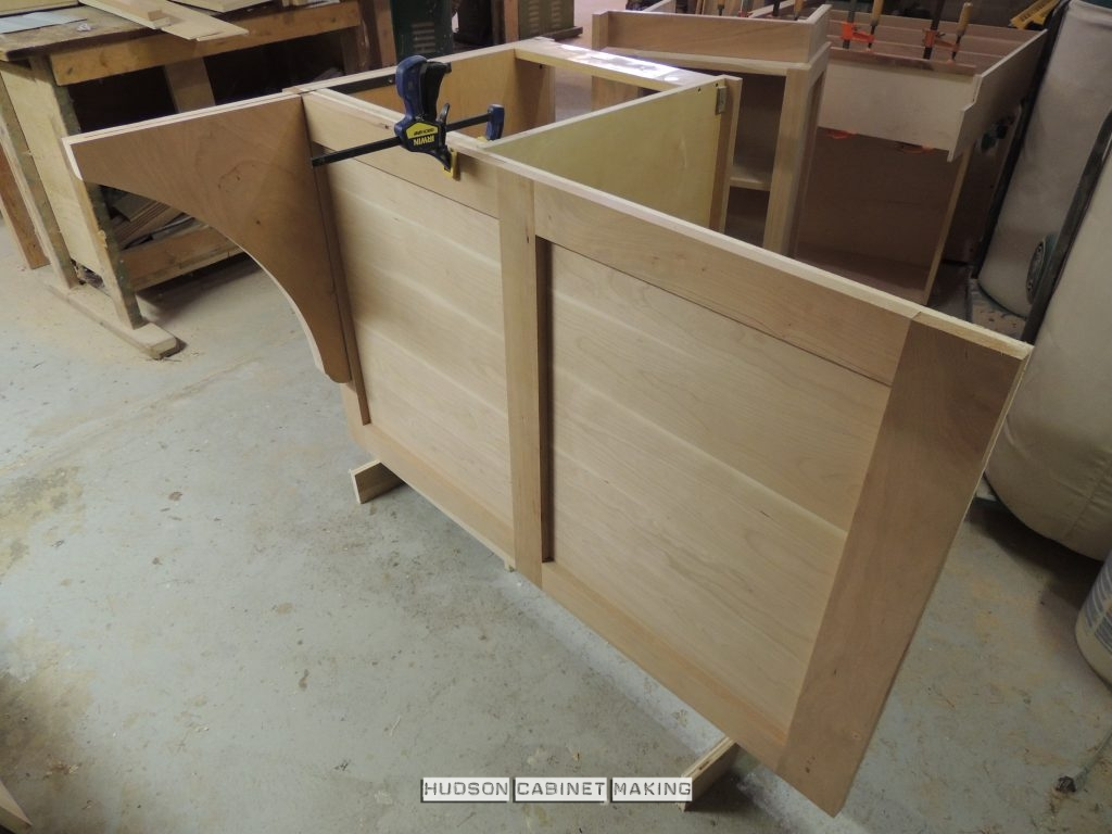 back panel and counter top bracket for the peninsula